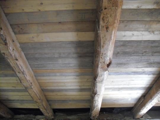 alte Holzbalkendecke vor dem Strahlen